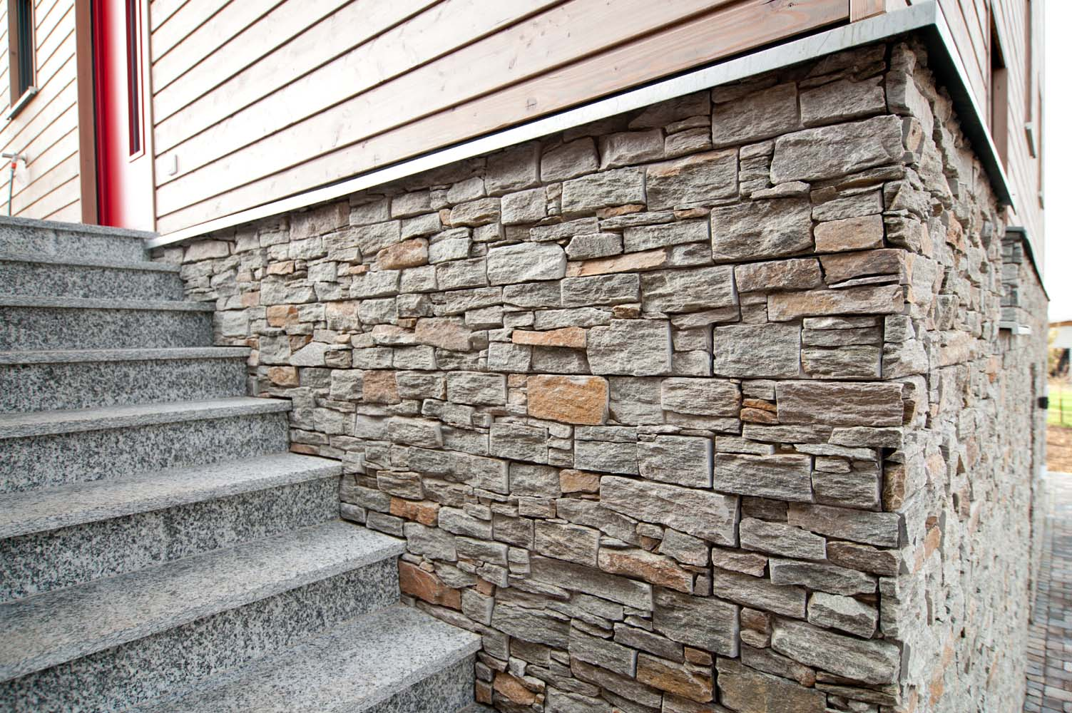 Wandverblender grau rustikal wandverblender aus stein for Wandverblender naturstein